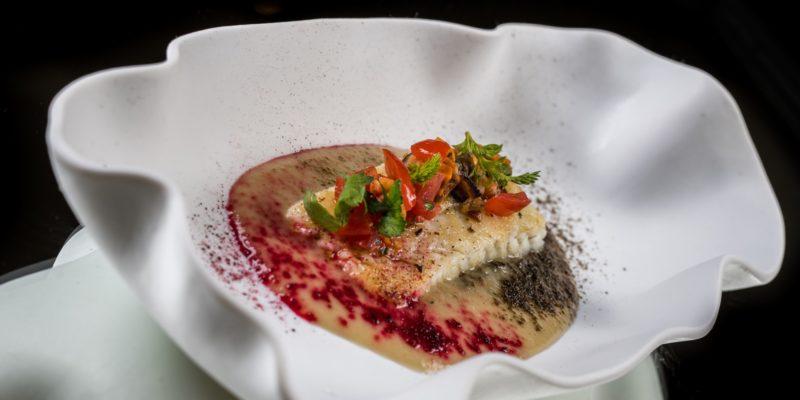 Merluzzo alla plancia, topinambur, guazzetto di cozze e pomodorini e lardo di suino nero